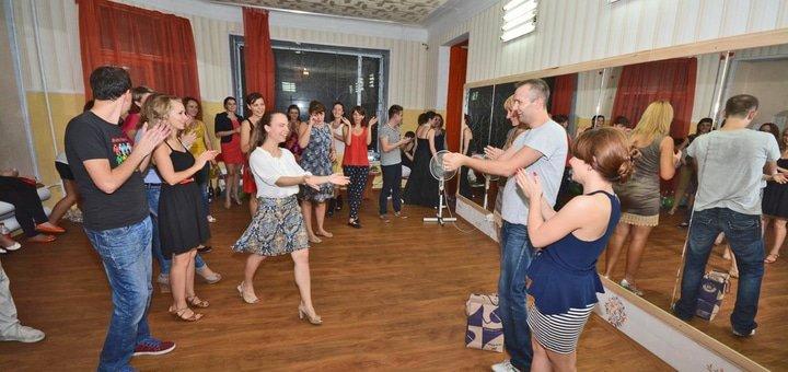До 36 занятий в школе латиноамериканских танцев «Amigos de la Salsa»