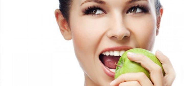 Профессиональная чистка зубов с реминерализирующей терапией в клинике «Viсtoria-Dent»