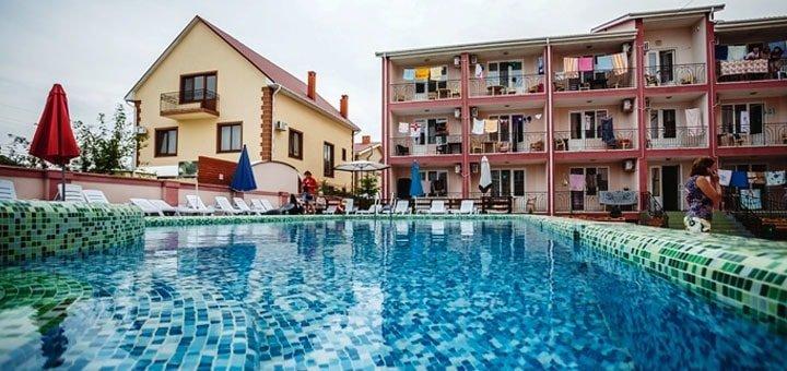 От 2 дней в бархатный сезон с бассейном на базе отдыха «Натали» в Затоке