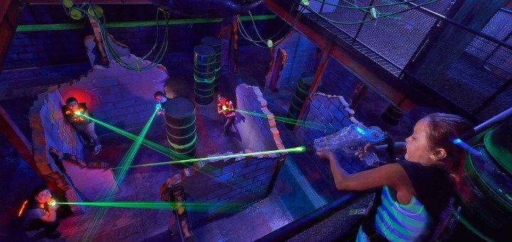 Игра в лазертаг для взрослых и детей от клуба «Отаман» в ТРЦ Dream Town