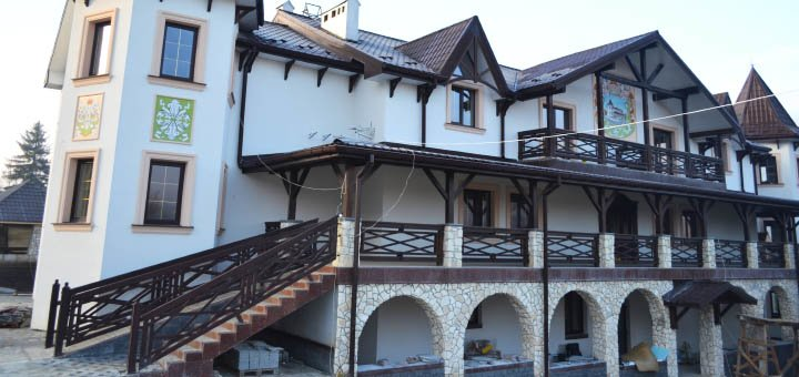 От 3 дней отдыха в отельном комплексе «Двор Княжеской Короны» в Славском