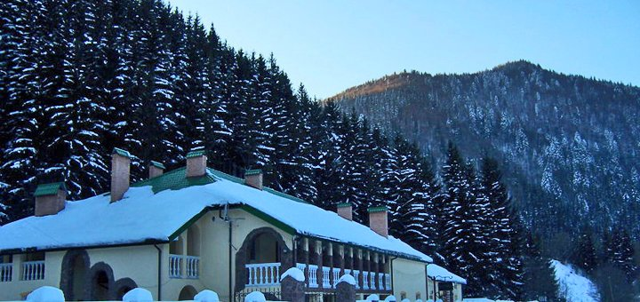 От 3 дней отдыха с питанием в горнолыжный сезон в комплексе «Натали» в Славском