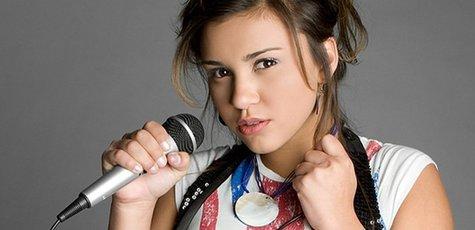 Girl-singing-union-jack