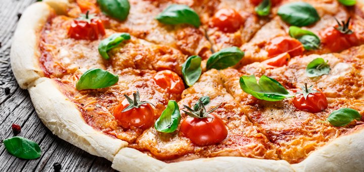 Скидка 50% на меню пиццы с доставкой или самовывозом из центра города от «StartUp Pizza»