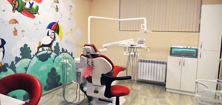 1 или 2 сеанса ультразвуковой, Air Flow чистки и полировки зубов пастами в стоматологии «Денталия»