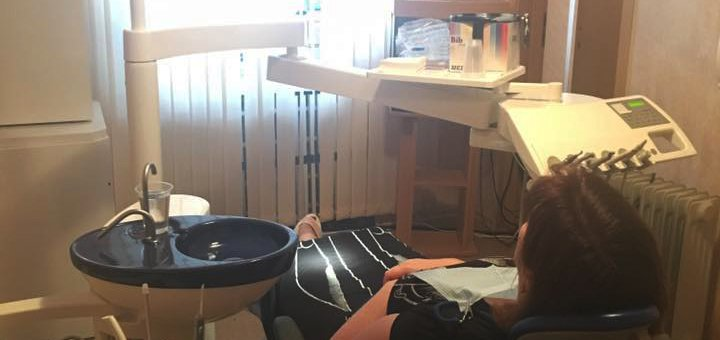 Лечение кариеса с установкой фотополимерной пломбы в стоматологии на пр.А.Поля