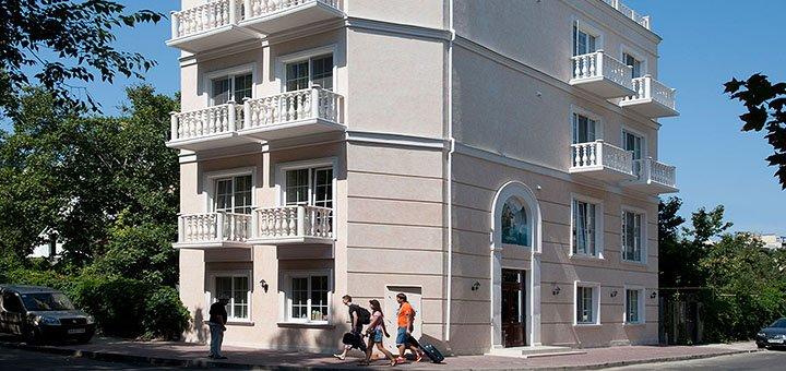 От 2 дней романтического отдыха с завтраками в отеле «Geneva Park Hotel» в Одессе