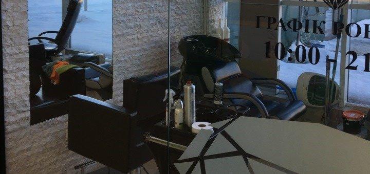 Чоловічі та жіночі модельні стрижки, укладка волосся та манікюр в салоні краси «Кристал»