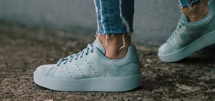 Скидки до 50 % на кроссовки самых известных брендов + дополнительная скидка 5% за подписку
