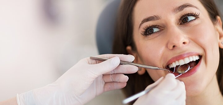 Ультразвуковая чистка зубов с гигиеной полости рта в кабинете стоматологии «Delicate dentist»