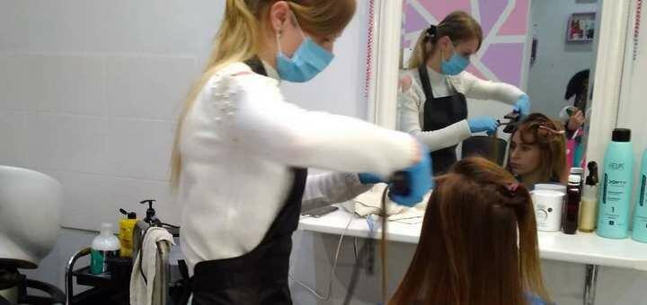 Скидка 39% на вечернюю прическу или укладку волос в салоне красоты «Градиент»