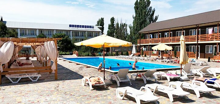 От 2 дней отдыха в июне на базе отдыха с бассейном «Аквамарин» в Коблево