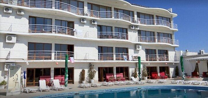От 4 дней отдыха в июне с посещением бассейна в отеле «Love Story» в Затоке