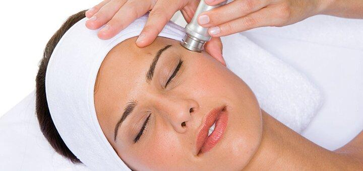 До 3 сеансов микродермабразии и аппаратной мезотерапии в центре косметологии «Фабрика красоты»