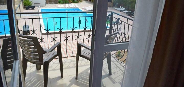 От 3 дней отдыха с двухразовым питанием в июне в отеле с бассейном «Райс» в Железном Порту