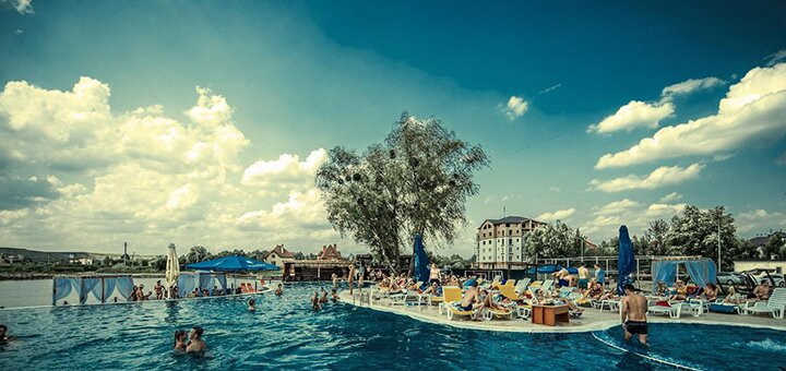 Входной билет к бассейну в пляжном комплексе «Biruza Beach Club»