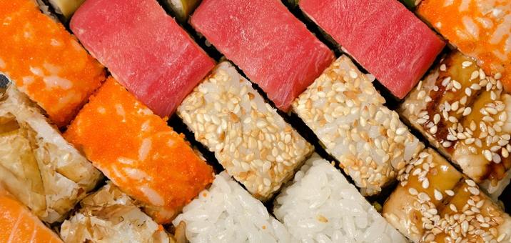 Скидка 50% на суши-сеты от службы доставки «Гурман»